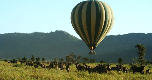 serengeti national park hot air baloon